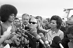 rian_archive_36716_valentina_tereshkova_meeting_with_angela_davis-1
